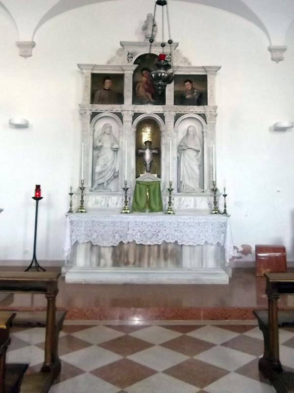Chiesa, particolare altare